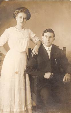 photo of Vi and Fred Oberle on their wedding day