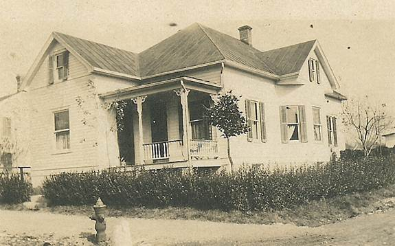 photo of 198 South Third Street, built in 1909.