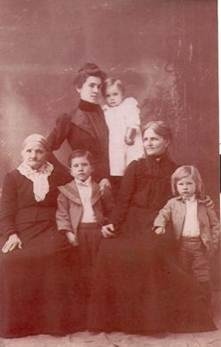 photo of Julia Hauck and family