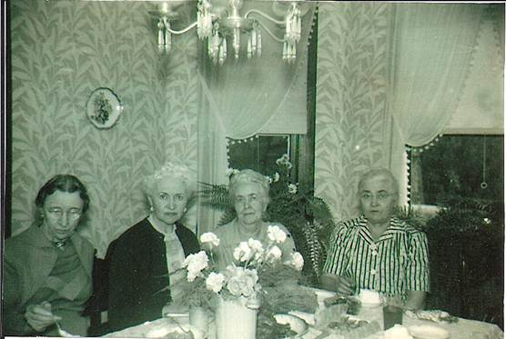 photo of The four daughters of Julia Hauck André Shaw: Anna, Myrtle, Louise and Mary